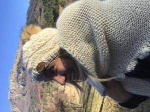 bonnet lempika avec pompon fourrure et echarpe
